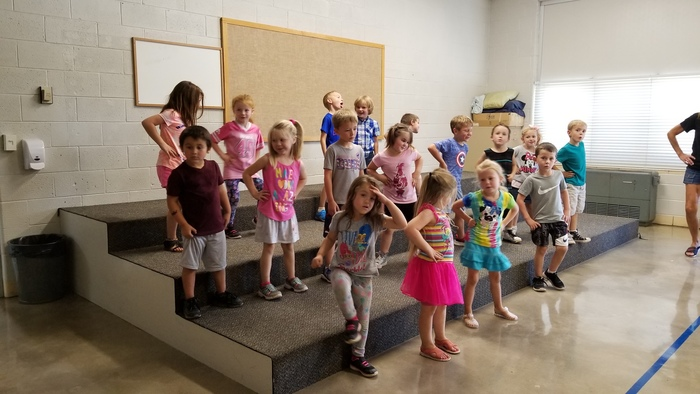 Mrs. Kilburg's Kindergarten kids singing and dancing to the Hello Song!